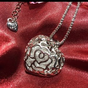 """Jewelry - Silver """"Caged"""" Heart ♥️ Pendant Necklace"""